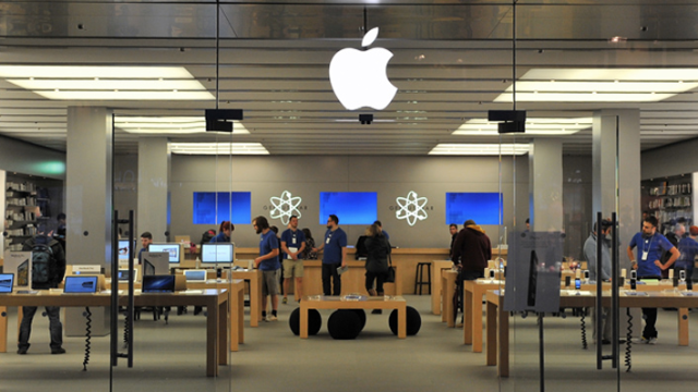 The 7 weirdest things that ever happened in an Apple Store.