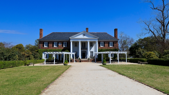 White woman complains she was 'lectured about slavery' in 2-star review of plantation tour.