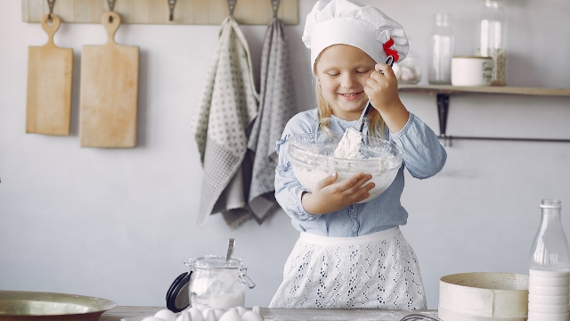 15 people share their baking fails to comfort 9-year-old who 'gave up' on baking.