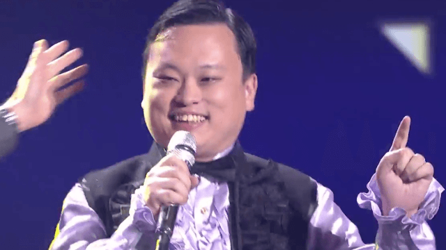 'American Idol' prodigal star William Hung returned to sing his hit 'She Bangs' for the finale.