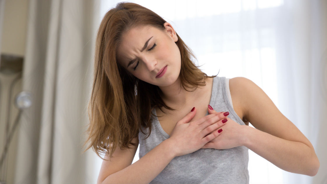 Woman shares her unexpected heart attack symptoms as warning to other women.