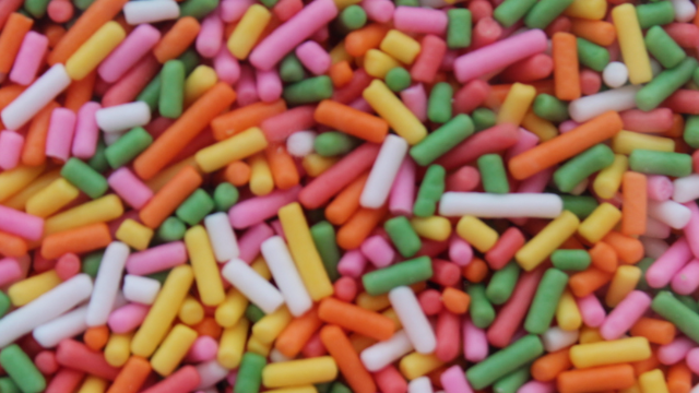 Woman goes after frozen yogurt shop that ruined her life with their lack of sprinkles.