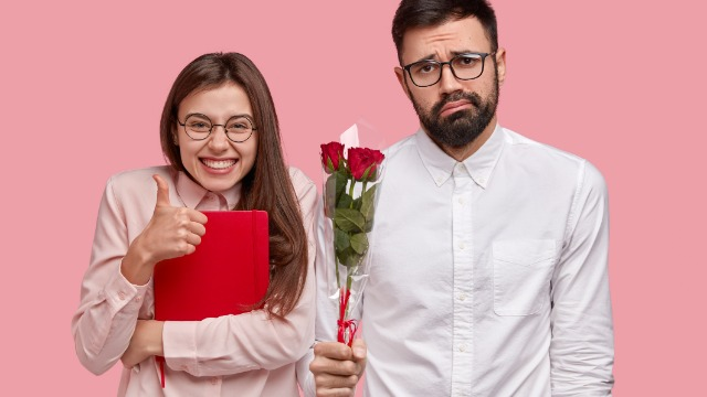 Woman asks if she's wrong for giving $800 engagement gift to her male friend and not his fiancée.