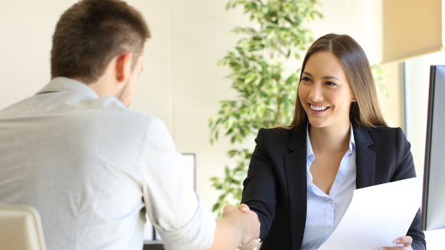 Woman f*cks up job interview by being overly prepared and the internet is dying.