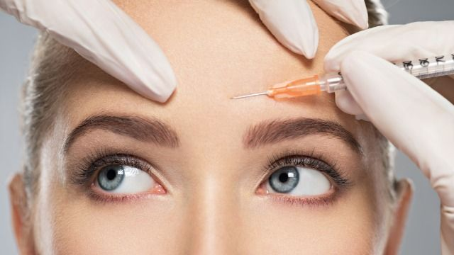 Woman goes viral with videos of her botched Botox injection.
