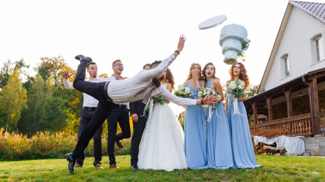 18 people remember the most hilariously bad weddings they've attended.