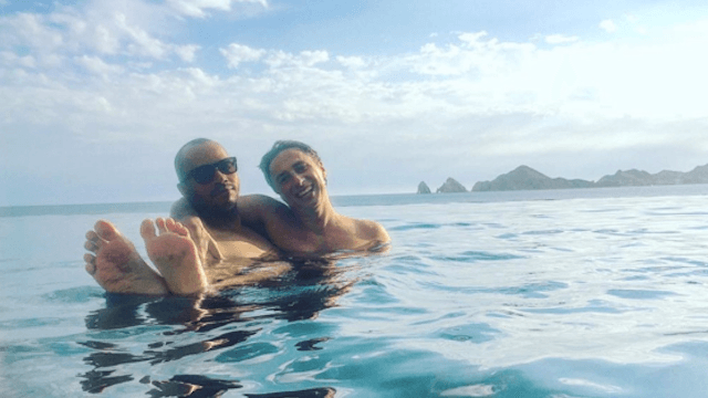 Zach Braff and Donald Faison reunited for a beach vacation. These bros are meant to be.
