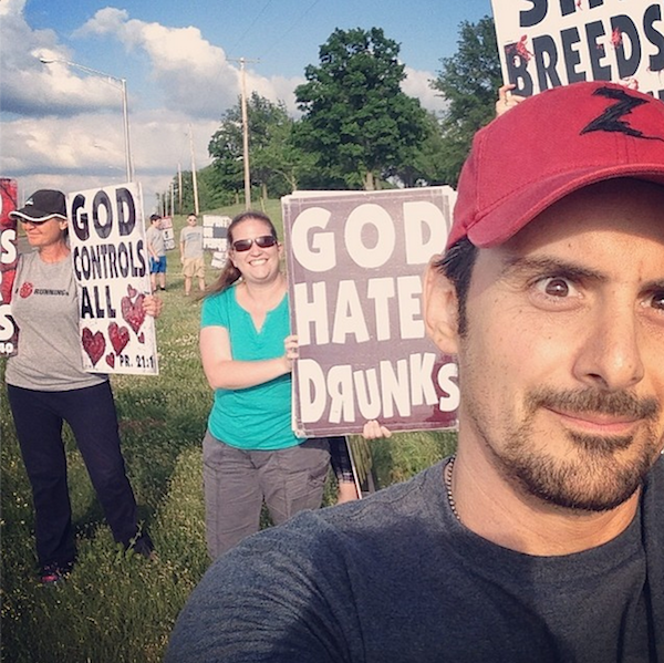 Brad Paisley took a smiling selfie with the Westboro Baptist Church members protesting his concert.