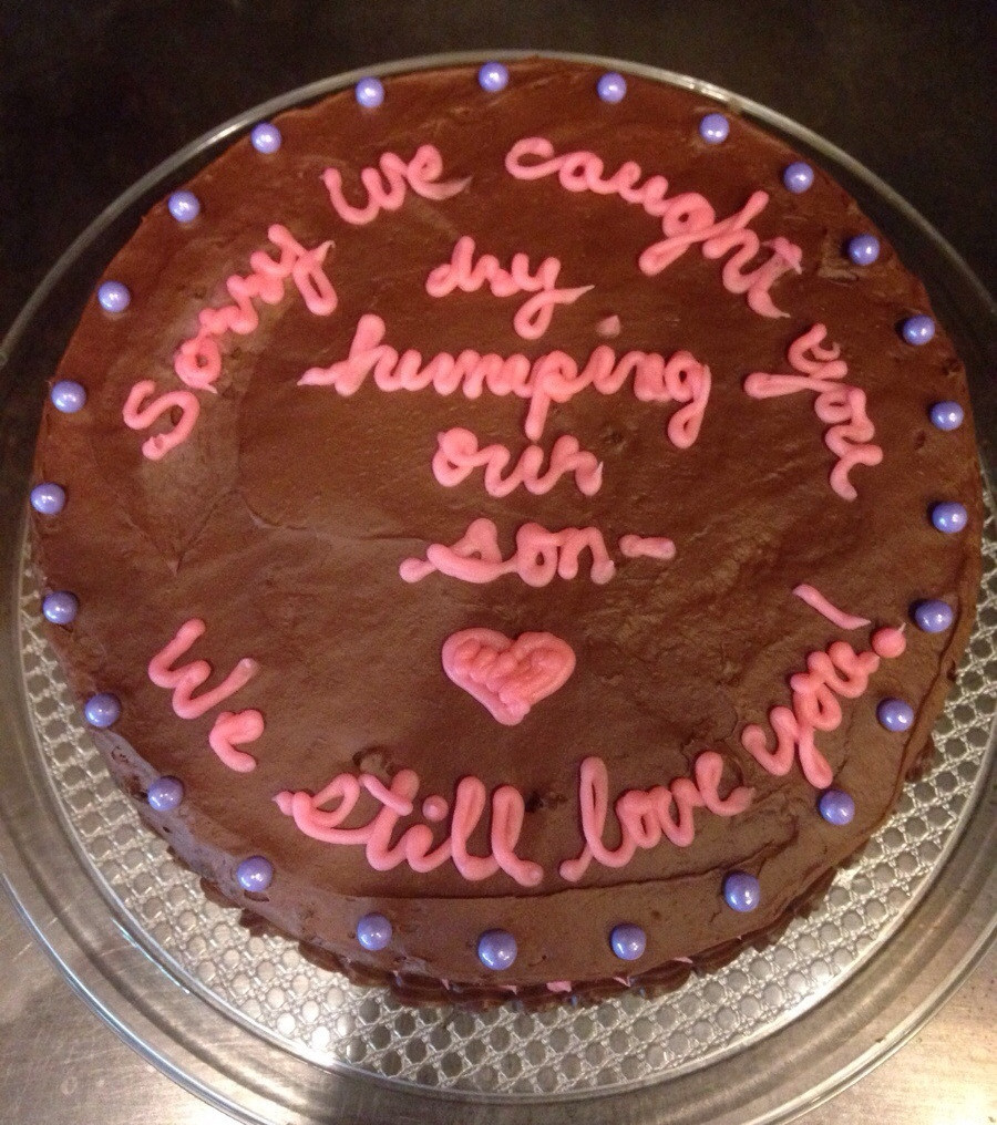This apology cake from a mom to a son's girlfriend may be more awkward than the incident that inspired it.