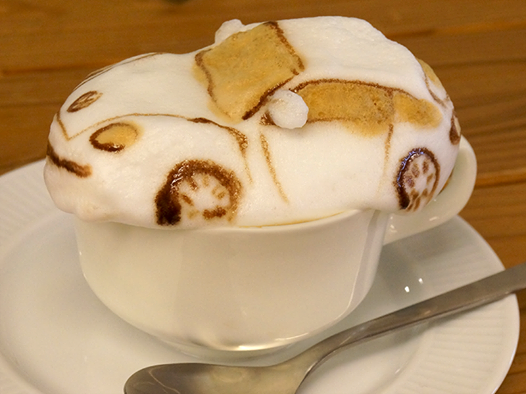 This guy can make a 3D Volkswagen Beetle out of cappuccino foam.