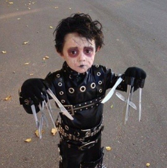 13 kids whose Halloween costumes are actually terrifying.
