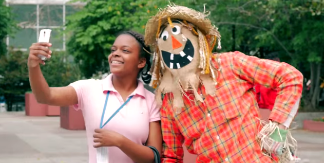 A friendly scarecrow has a genuinely scary surprise in store for these tourists.