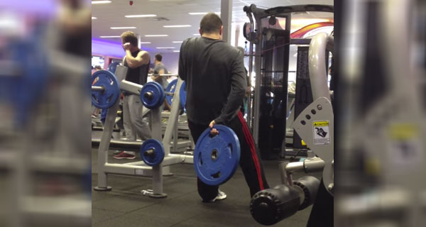 This guy has some pretty bizarre ideas about how gym equipment is supposed to work.