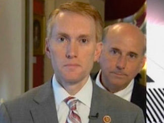 Congress's dumbest member is also its lamest photobomber.