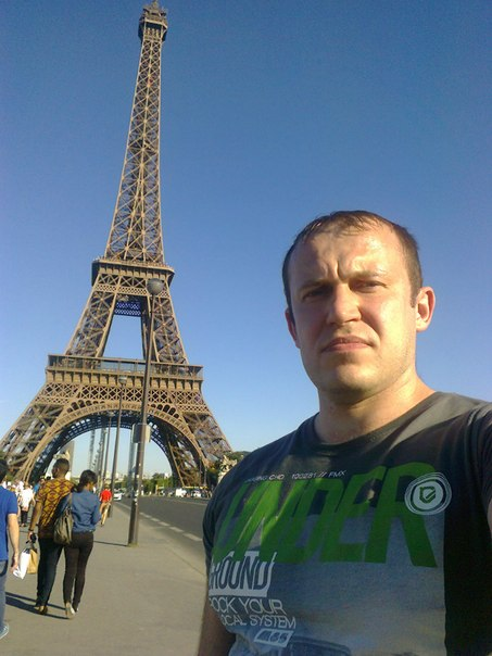 Russian tourist is unimpressed by everything in the world.