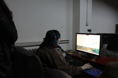 Chinese dude has been living in an Internet cafe for six years.