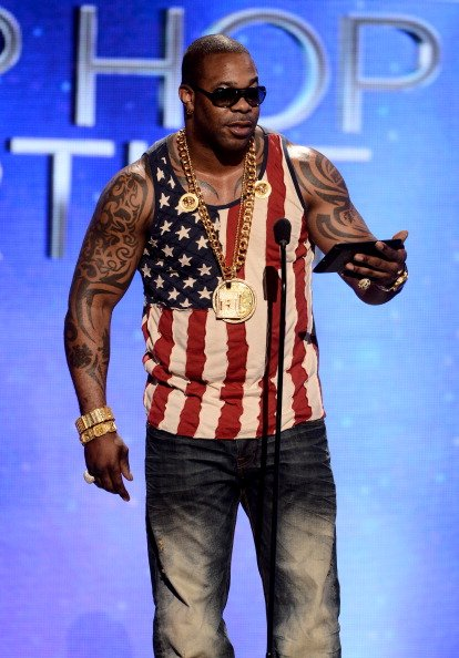 A step-by-step guide to what happens when Busta Rhymes loses his sh*t at a burger joint.