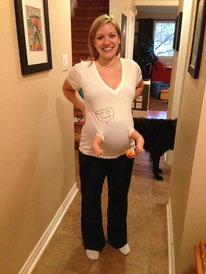 10 creative moms-to-be who added very clever decorations to their gargantuan pregnant bellies.