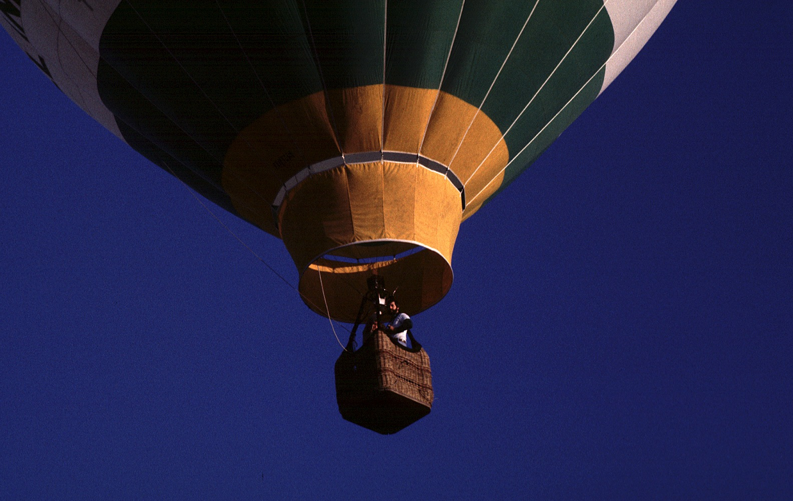 The 7 types of people you always meet in hot air balloons.
