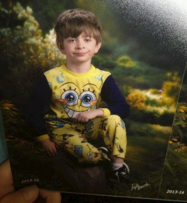 This kid's mom got Picture Day mixed up with Pajama Day on the school calendar.