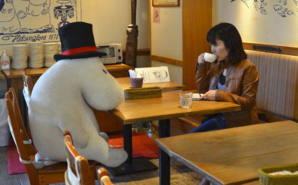 There's now a cafe where lonely people can have a cup of coffee with a stuffed animal.